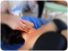 pratica massaggio sul collo